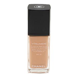 Chanel Make-up pre mladšie a odpočinutý vzhľad Vitalumiére (Satin Smoothing Fluid Make-up SPF 15) 30 ml 20 Clair