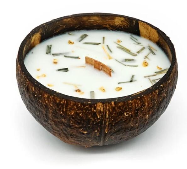 Zobrazit detail výrobku Tropikalia Svíčka v kokosu - vůně Citrónová tráva & zázvor