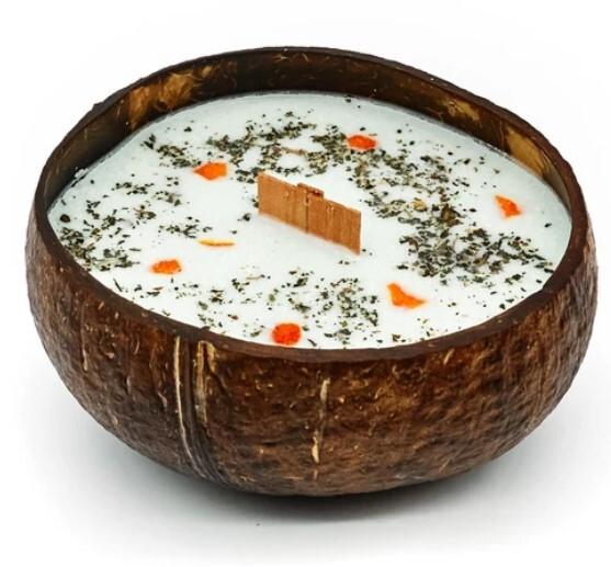 Zobrazit detail výrobku Tropikalia Svíčka v kokosu - vůně Limetka, bazalka & mandarinka