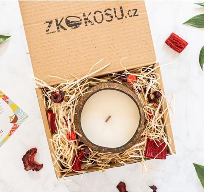 Zobrazit detail výrobku zKokosu Sojová svíčka s vůní TROPICKÉHO OVOCE v dárkovém balení
