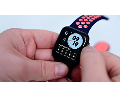 Watch Series Nike SE 40mm vesmírně šedý hliník s antracitovým / černým sportovním řemínkem