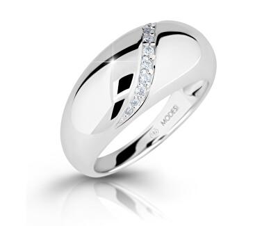 Neprehliadnuteľný strieborný prsteň so zirkónmi M16017