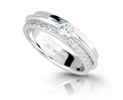 Trblietavý strieborný prsteň so zirkónmi M16020