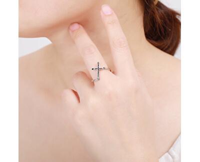 Efektní stříbrný prsten s černým křížkem R00019