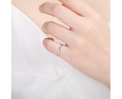 Elegantní stříbrný prsten s čirými zirkony R00019