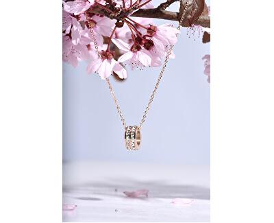 Oceľový náhrdelník s kruhovým trblietavým príveskom