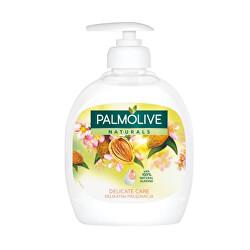 Vyživující tekuté mýdlo s výtažky z mandlí Naturals (Delicate Care With Almond Milk)