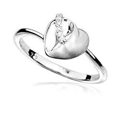 Okouzlující stříbrný prsten se zirkony Srdce R000095