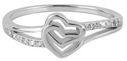 Romantikus gyűrű szívekkel
