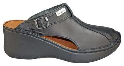 Čierne zdravotné nazúvacie topánky s plnou špičkou a otočným pásikom cez pätu